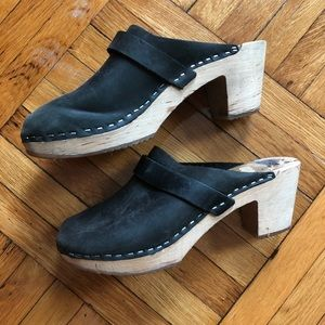 Shoes - Swedish heeled leather and wood clog